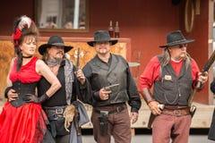 CODY - USA - AUGUSTI 21, 2012 - Buffalo Bill gunfight på Irma Hotel Fotografering för Bildbyråer