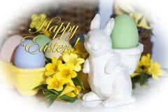 Coelhinho da Páscoa com Páscoa feliz Fotos de Stock Royalty Free