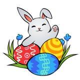 Coelhinho da Páscoa com três ovos da páscoa Imagens de Stock