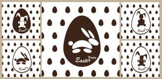 Coelhinho da Páscoa do teste padrão em um ovo de chocolate Imagens de Stock Royalty Free