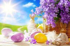 Coelhinho da Páscoa e ovos da páscoa da arte Imagens de Stock