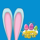 Coelhinho da Páscoa feliz com texto, as nuvens, o arco-íris caligráfico e os ovos da páscoa da cor isolados no fundo azul Vetor Fotos de Stock