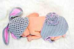 Coelhinho da Páscoa recém-nascido do bebê do sono Imagem de Stock Royalty Free