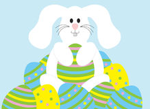Coelho de Easter com ovos Fotos de Stock