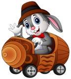 Coelho dos desenhos animados que conduz um carro do brinquedo Imagem de Stock