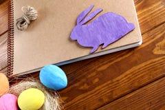 Coelho e ovos de Easter imagens de stock royalty free