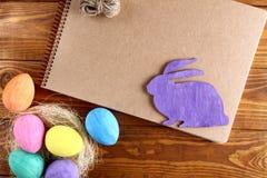 Coelho e ovos de Easter fotos de stock