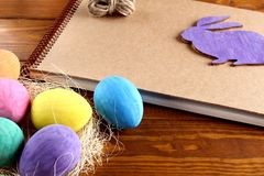 Coelho e ovos de Easter imagem de stock royalty free