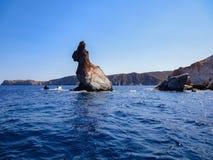 Coelho gigante que senta-se no mar Imagens de Stock