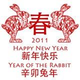 Coelhos chineses do ano novo que prendem o símbolo da mola