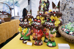 Coelhos de Easter do chocolate no indicador Fotos de Stock Royalty Free