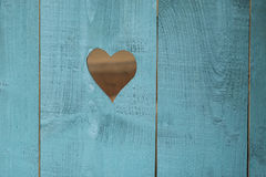 Coeur à un arrière-plan bleu en bois Photos stock