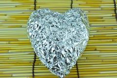 Coeur argenté sur les abat-jour en bambou Images libres de droits