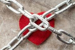 Coeur attaché avec des chaînes Image libre de droits