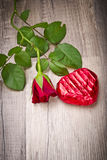 Coeur attrayant et de chocolat dans le Valentinsday Images libres de droits