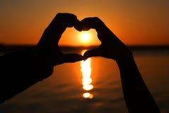 Coeur au coucher du soleil Photos stock