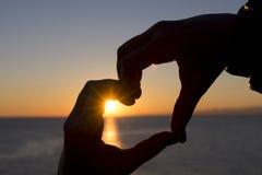 Coeur au coucher du soleil Photographie stock libre de droits