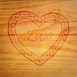 Coeur au-dessus de fond en bois Images libres de droits