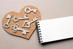 Coeur avec beaucoup de clés et espace de copie Images libres de droits