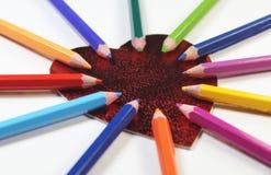 Coeur avec des crayons de couleur Photographie stock libre de droits