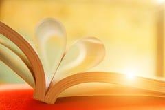 Coeur avec des pages de livre Image libre de droits