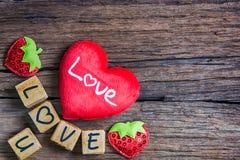 Coeur avec l'alphabet en bois Photographie stock
