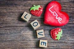 Coeur avec l'alphabet en bois Image stock