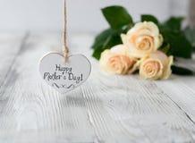 Coeur avec l'inscription heureuse du jour de mère Photographie stock