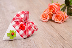 Coeur avec l'oxalide petite oseille et les roses Images libres de droits