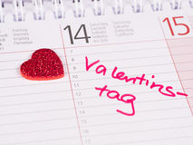 Coeur avec la Saint-Valentin de note de calendrier Photo stock