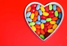Coeur avec la sucrerie colorée de bonbon mou Photo libre de droits