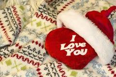 Coeur avec une déclaration de l'amour dans un chapeau de Santa Claus Photos libres de droits