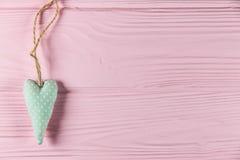 Coeur avec une inscription sur un fond en bois Photo libre de droits