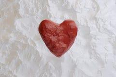 Coeur ballRed rouge faisant de la lévitation pour la Saint-Valentin photo libre de droits