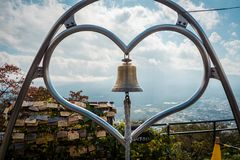 Coeur Bell au point de vue de Ropeway de Kachi Kachi dans Kawaguchiko, Japon image stock