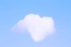Coeur blanc de nuage Photos stock