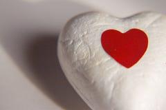 Coeur blanc et coeur rouge lumineux photos stock