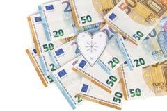 Coeur blanc et gris avec l'euro l'euro note la réflexion argent d'amour Image stock