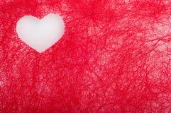 Coeur blanc sur un fond du rouge Images libres de droits