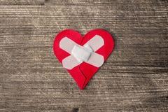 Coeur blessé avec le plâtre Images libres de droits