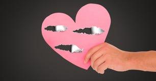 Coeur blessé d'amour de participation de main avec le papier déchiré Images libres de droits