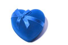 Coeur bleu de cadeau avec le noeud papillon Photos libres de droits