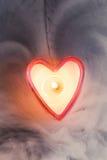 Coeur brûlant de bougie en brouillard dense Photo libre de droits