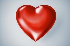 Coeur brillant en plastique rouge. Photographie stock