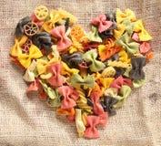Coeur coloré de pâtes de Bowtie Image libre de droits
