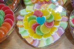 Coeur coloré par sucrerie Photos stock