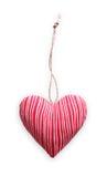 Coeur cousu rayé rouge d'oreiller d'isolement sur le fond blanc, valentine Photographie stock