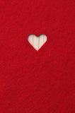 Coeur découpé en feutre de rouge Photo stock