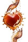 Coeur d'éclaboussure de kola avec des bulles d'isolement sur le blanc Photos stock
