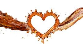 Coeur d'éclaboussure de kola avec des bulles d'isolement sur le blanc Images stock
